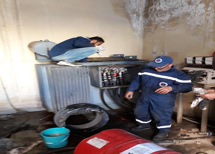 حملة مكثفة لصيانة المحولات الكهربائية بمنطقة الرياضية في طرابلس