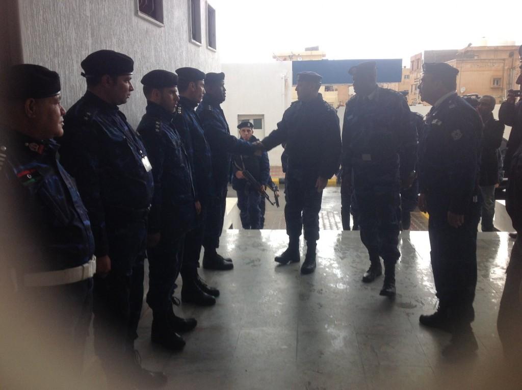 مدير الأمن المركزي يتفقد فرع الإدارة بجنزور ومكتب مكافحة الجريمة