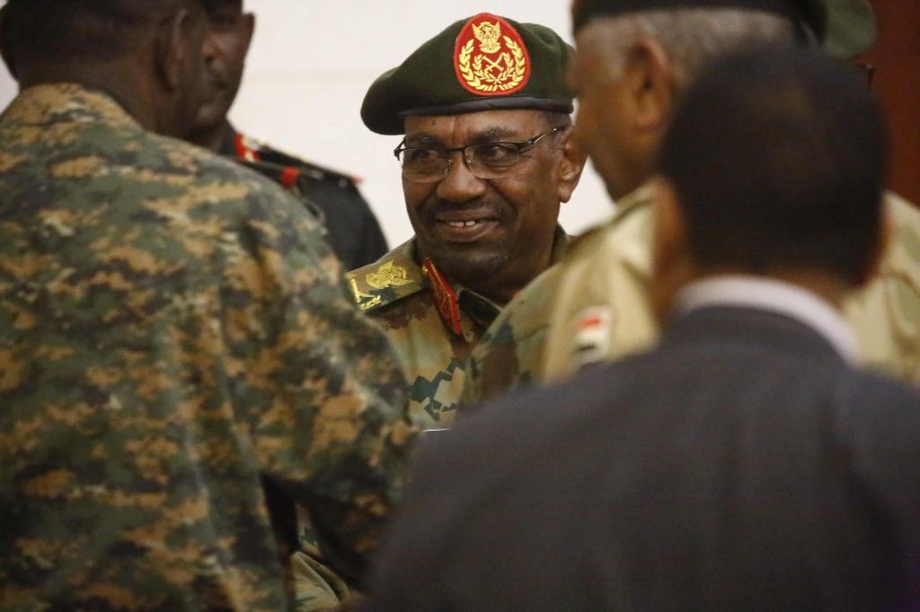 البشير يُجري تغيرات واسعة لقادة الجيش السوداني