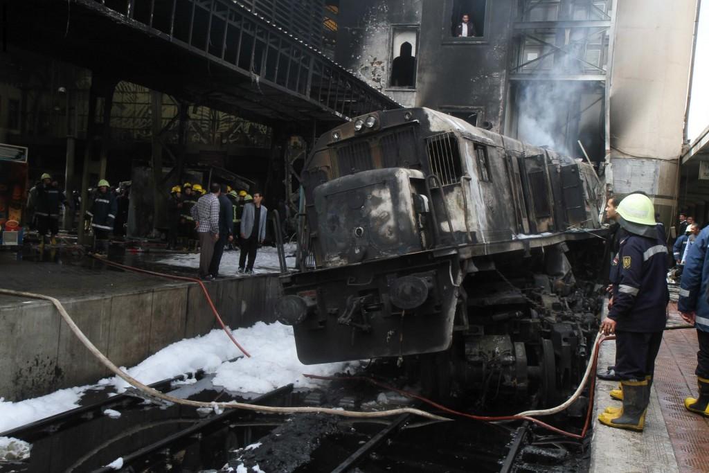 الرئيس المصري يُعزي ضحايا قطار محطة مصر