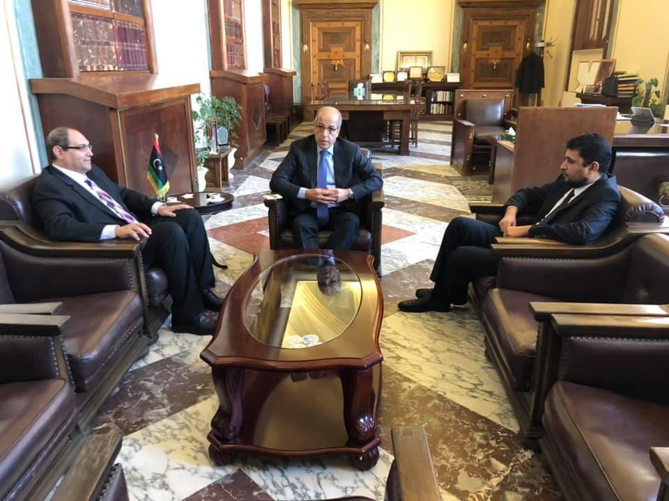 الترتيبات المالية والحد من الفساد.. محاور لقاء محافظ ليبيا المركزي بوزير المالية ومدير مركز دعم القرار