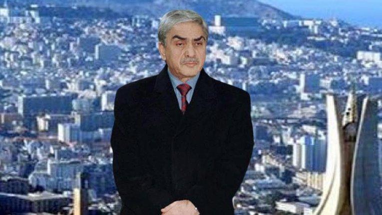 لأول مرة.. الرئيس الجزائري السابق يُحيي المتظاهرين ويدعم مطالبهم