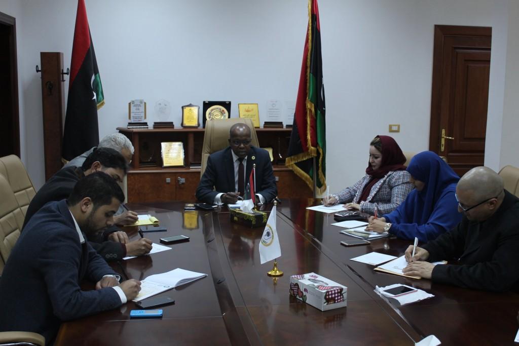 وزير العمل والتأهيل يؤكد على دعم وتشجيع اتحاد مؤسسات المجتمع المدني