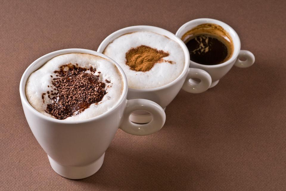 كم كوباً من القهوة تستطيع أن تشرب في اليوم؟