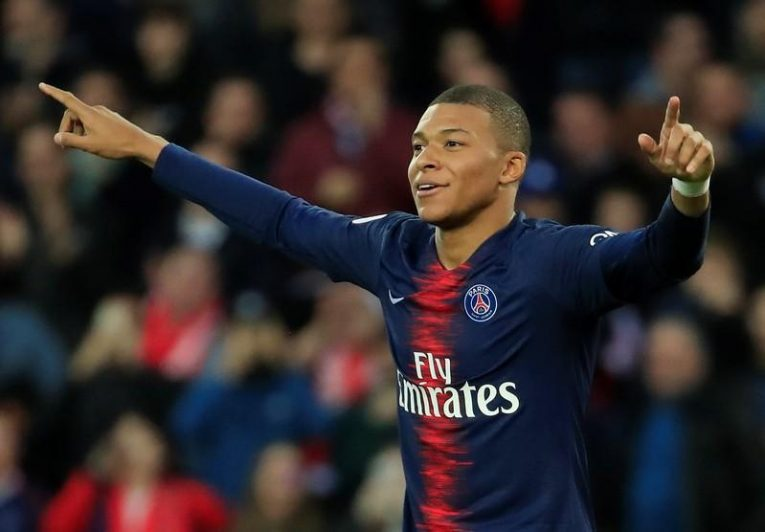 باريس سان جيرمان يُفند رغبة مبابي في مغادرة النادي والانضمام لريال مدريد
