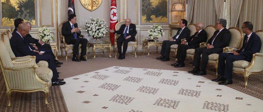 السراج يُجري مباحثات مع الرئيس التونسي حول مستجدات الوضع في ليبيا