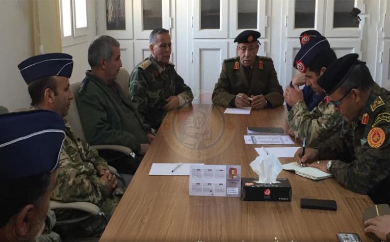 رئيس الأركان يستعرض مع القيادات العسكرية بمصراتة الأوضاع الميدانية في المنطقة