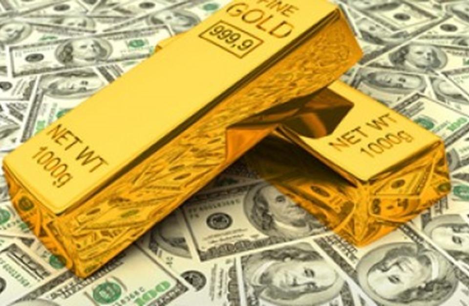 الذهب يتراجع عالمياً مع مواصلة الدولار في الإرتفاع