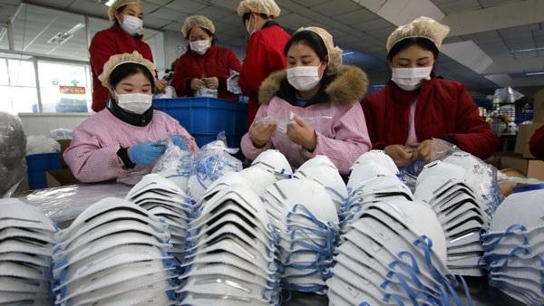 اتهامات متبادلة بين دول أوروبية بمصادرة ملايين الأقنعة المستوردة من الصين