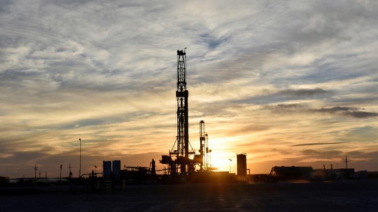 بعد خسائر الأسبوع الماضي.. أسعار النفط تعاود الارتفاع