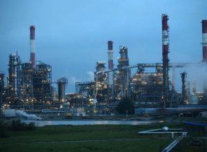 أسعار النفط تصّعد أكثر من 3 بالمئة