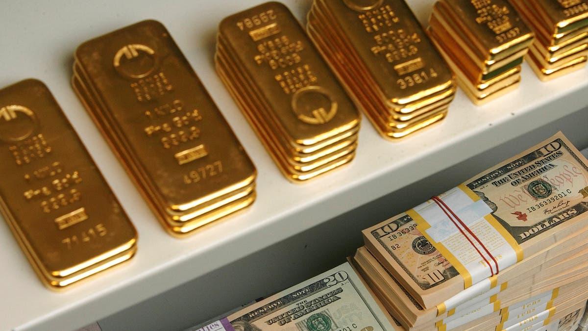 أسعار الذهب تنخفض عن ذروة 8 سنوات