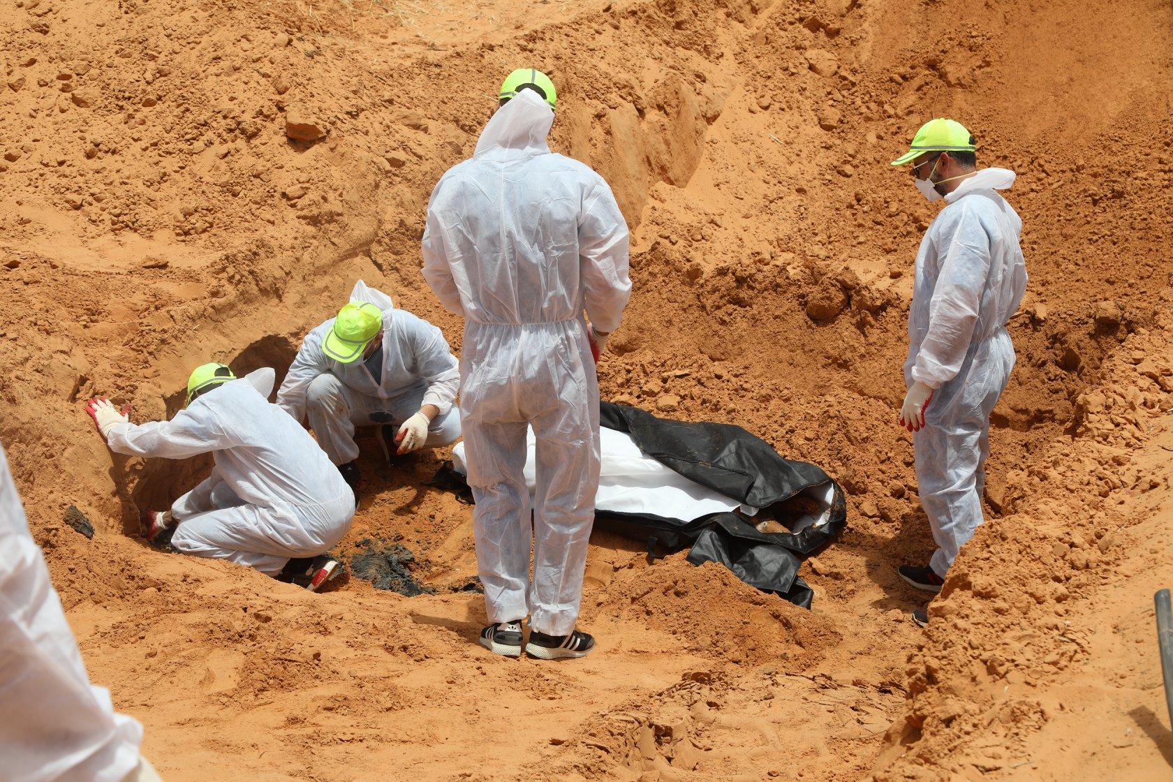 البعثة الأممية تصف المقابر الجماعية في ترهونة بـ«المروّعة جداً» وتُطالب  بالتحقيق