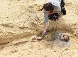 اكتشاف مقبرة جماعية تحوي جثث أطفال
