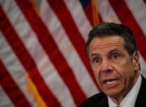 حاكم نيويورك يتهم الرئيس الأمريكي بـ«تمكين» كورونا من التفشي