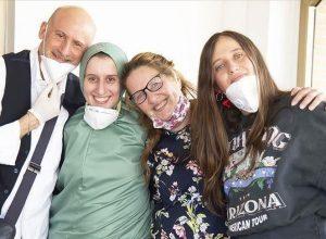 بعد تحريرها من الخطف.. إيطالية تعتنق الإسلام