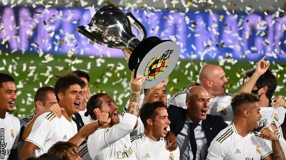 ريال مدريد يتوج بلقب «الليغا»