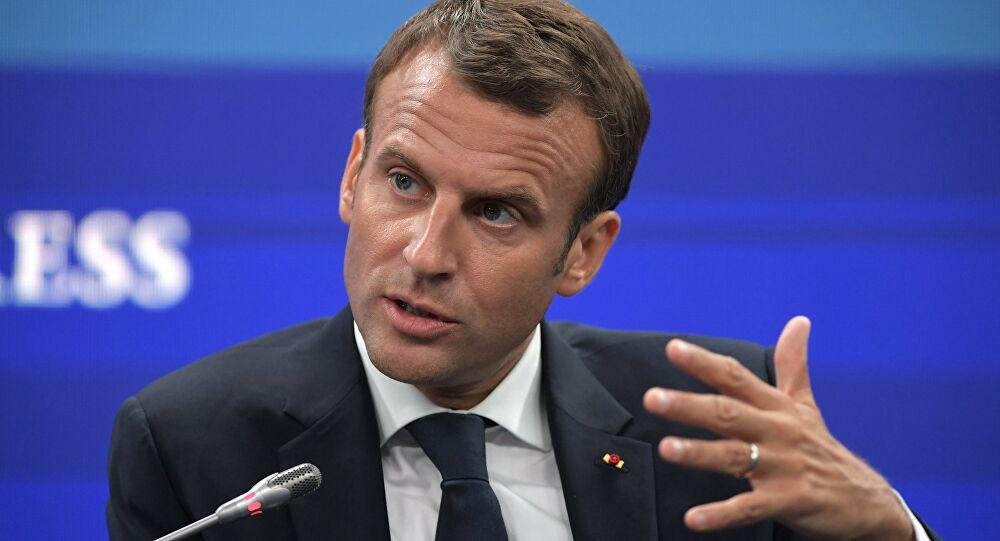 ماكرون يدعو إلى استئناف المفاوضات السياسية في ليبيا