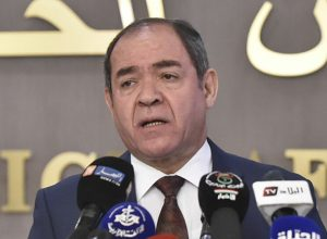 بوقادوم: الجزائر تقف على مسافة واحدة من مختلف الأطراف الليبية