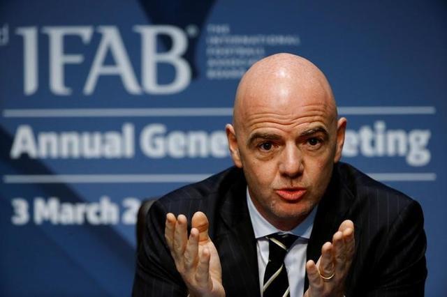 IFAB يمدد رسميا العمل بقانون التبديلات الخمسة حتى 2021