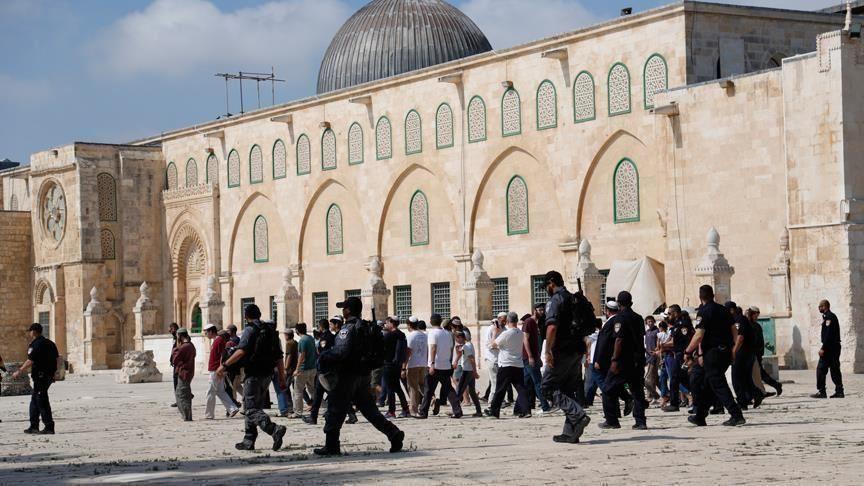 مستوطنون صهاينة يقتحمون المسجد الأقصى المُبارك