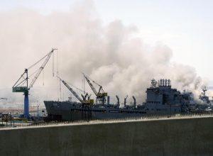 إصابة 18 بحاراً بحريق نشب في سفينة أمريكية حربية