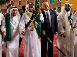 تقرير: «ترامب» رفض مقترح العاهل السعودي لغزو قطر