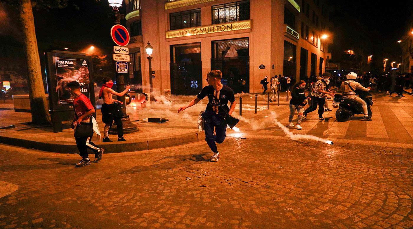 اشتباكات بين مشجعي «باريس سان جيرمان» و الشرطة بعد الخسارة