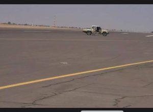 الداخلية تُدين منع مسلحين موالين لحفتر نزول طائرة مدنية بمطار سبها