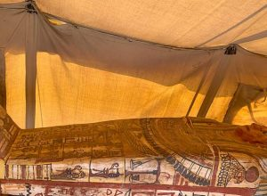 السلطات المصري تُعلن عن اكتشاف أثري ضخم
