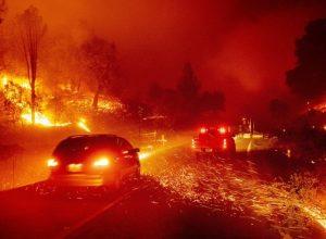 فيديو.. حرائق الغابات تلتهم مباني في كاليفورنيا