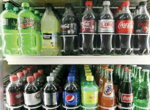 ماذا يحصل للجسم عند تناول المشروبات الغازية بانتظام؟