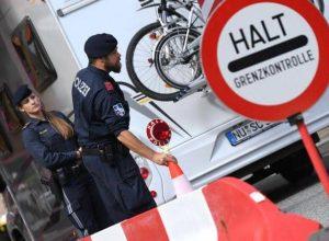 مُهاجرون مختبئون داخل «شاحنة ثلاجة» والشرطة تتدخل باللحظة الحاسمة