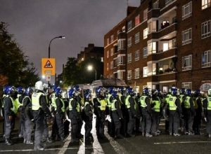 شرطة لندن تُفرَّق متظاهرين يحتجون على إجراءات «كورونا»