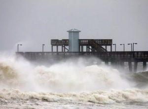 فيديو.. الإعصار «سالي» يُهدد جنوب شرق الولايات المتحدة بكوارث