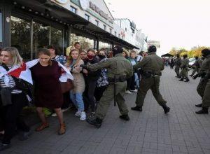 السُلطات البيلاروسية.. تعتقل مئات النساء خلال تظاهرة للمطالبة بإنهاء حكم  «لوكاشنكو»