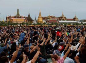 تايلاند:  20 ألف شخص في أكبر مظاهرة احتجاجا على الحكومة والملكية
