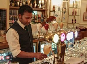 سُلطات أبوظبي تُتيح شراء المشروبات الكحولية بدون رخصة