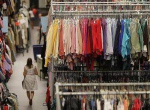 علامات تجارية كبيرة تتجه لبيع الملابس المستعملة بسبب «كورونا»