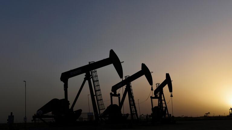 عودة النفط الليبي إلى السوق العالمي تدفع بالأسعار إلى التراجع
