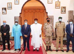وزير الدفاع يبحث في النيجر أوجه التعاون العسكري ومكافحة الإرهاب