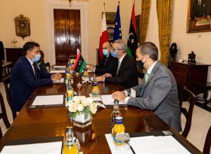 وزير الدفاع يبحث في مالطا مجريات الحوارات السياسية ووقف إطلاق النار