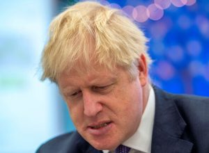«نواب بريطانيون» يرفعون دعوى قضائية ضد جونسون