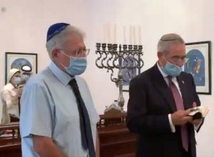 بمشاركة أعضاء الوفد الإسرائيلي صلاة «بالمعبد اليهودي» في البحرين