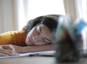 5 علامات تحذيرية لمعاناتك من فرط «النوم»