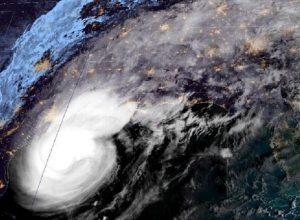إعصار «سيتا» يتسبب بإعلان الطوارئ في لويزيانا ويُجلي عشرات الآلاف