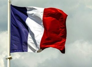 فرنسا تدعو لتشديد الأمن حول «سفاراتها» بالعالم