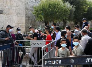 الشرطة الإسرائيلية تُقيد وصول المصلين للأقصى المُبارك