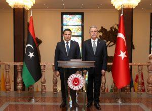 وزير الدفاع يُجري محادثات مع نظيره التركي في أنقرة
