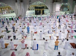 بعد 7 أشهر من الإغلاق السُلطات السعودية تسمح بعودة الصلاة «بالمسجد الحرام»